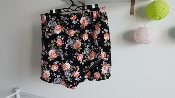 New Look spódnico spodenki floral guma asymetryczne