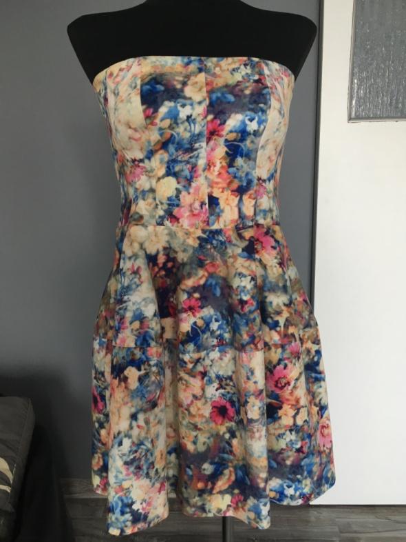 Kolorowa sukienka koktajlowa...