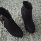 Czarne botki na koturnie rozmiar 37