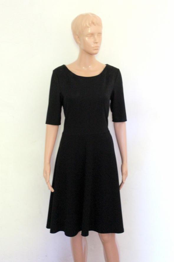 Czarna sukienka midi rozkloszowana r M...