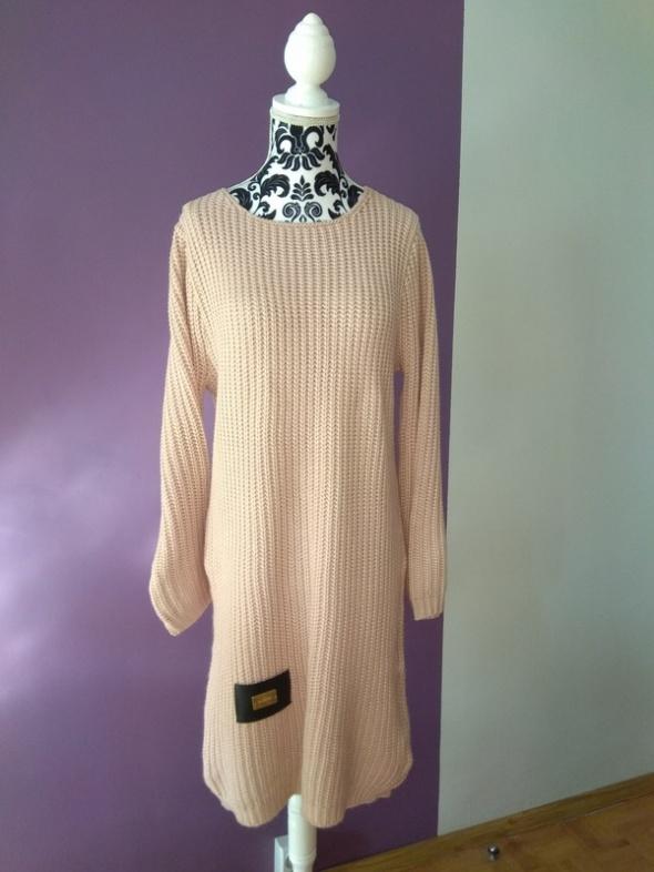 Sweterkowa sukienka puder róż