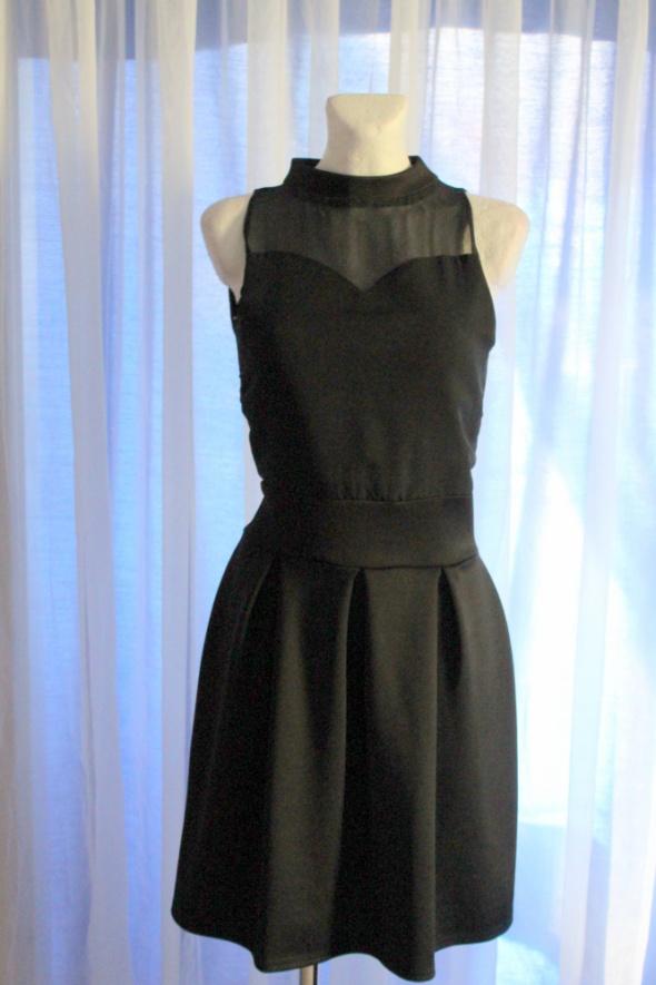 Czarna elegancka sukienka półgolf r około M