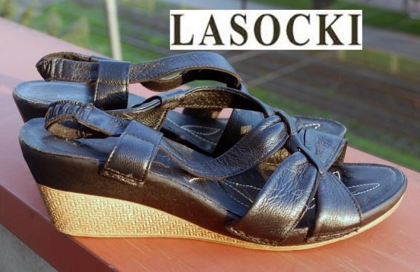 LASOCKI skórzane sandały koturn...