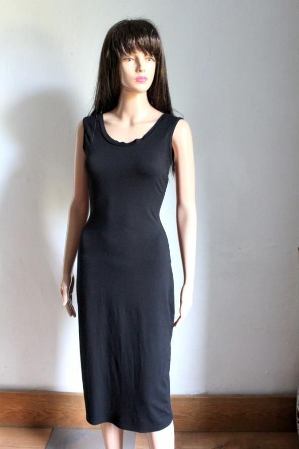 Czarna dopasowana sukienka midi na ramiączkach r S...