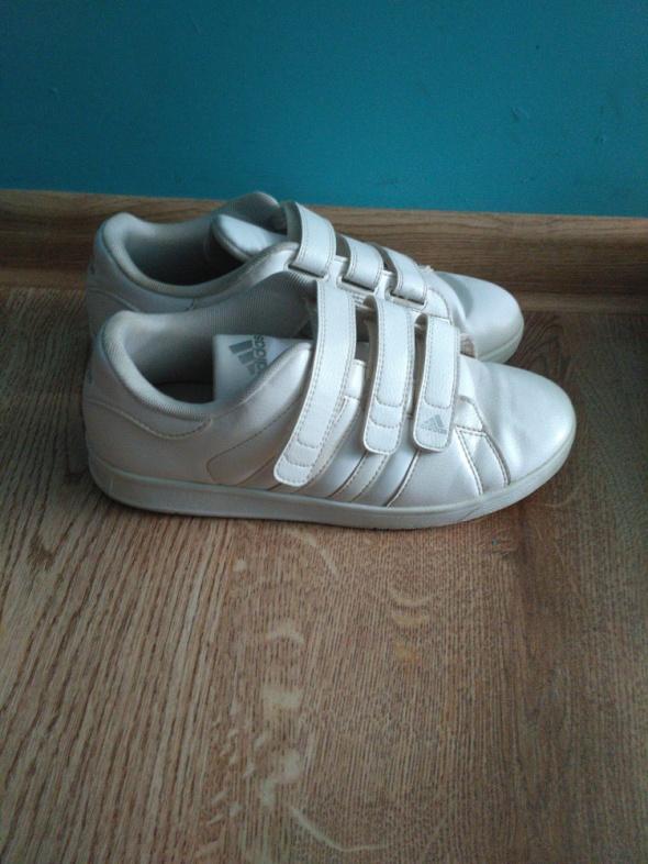 Białe buty sportowe zapinane na rzepy adidas 375...