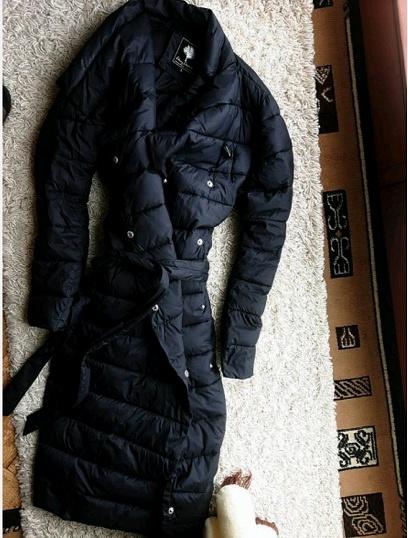 Czarny pikowany płaszcz carry s m