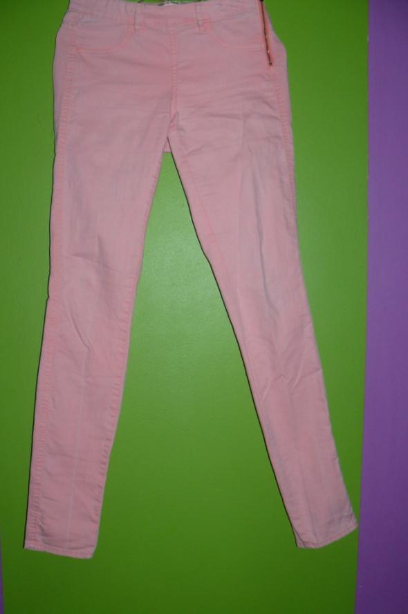 neonowe spodnie...