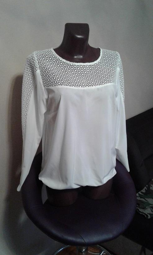 Biała bluzka z ażurową wstawką...
