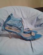 Niebieskie sandałki z cyrkoniami...