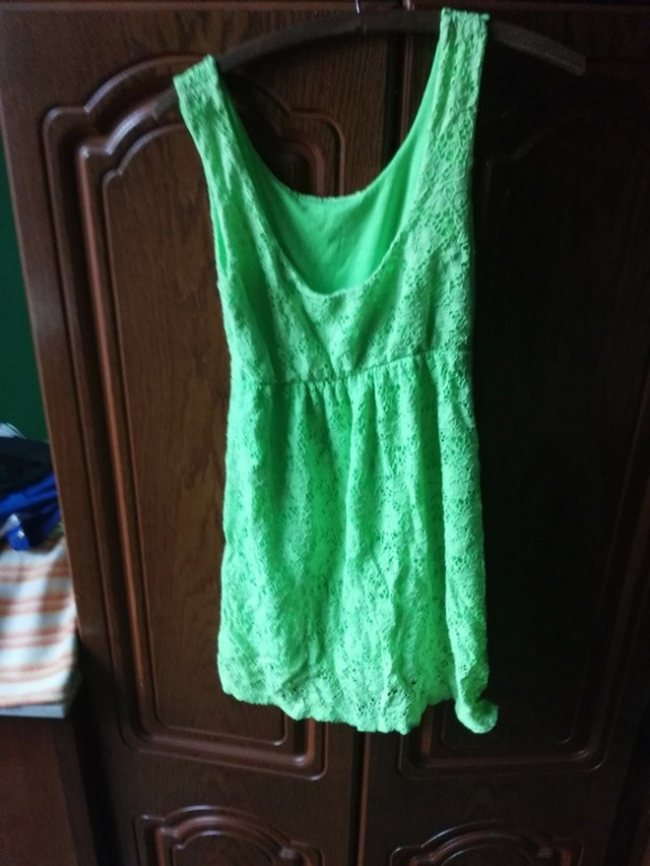 neonowa koronkowa sukienka