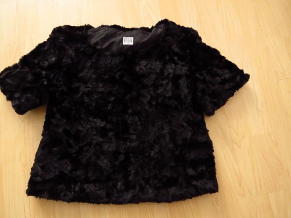 czarny futrzak ciepły sweter...