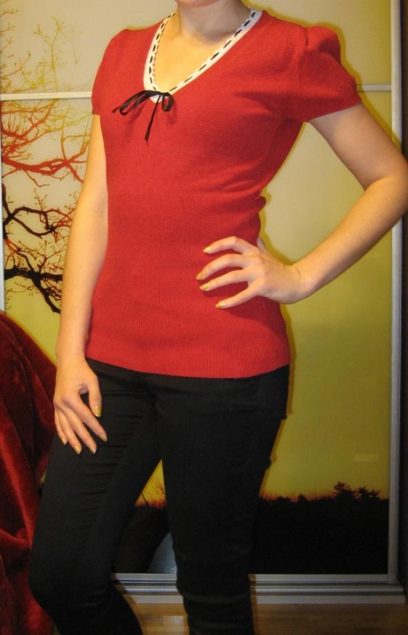 modna czerwona bluzka z kaszmiem i wełną