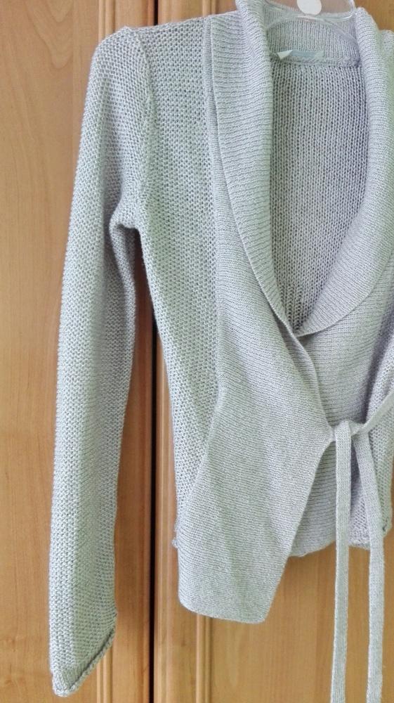 Beżowy sweterek wiązany...