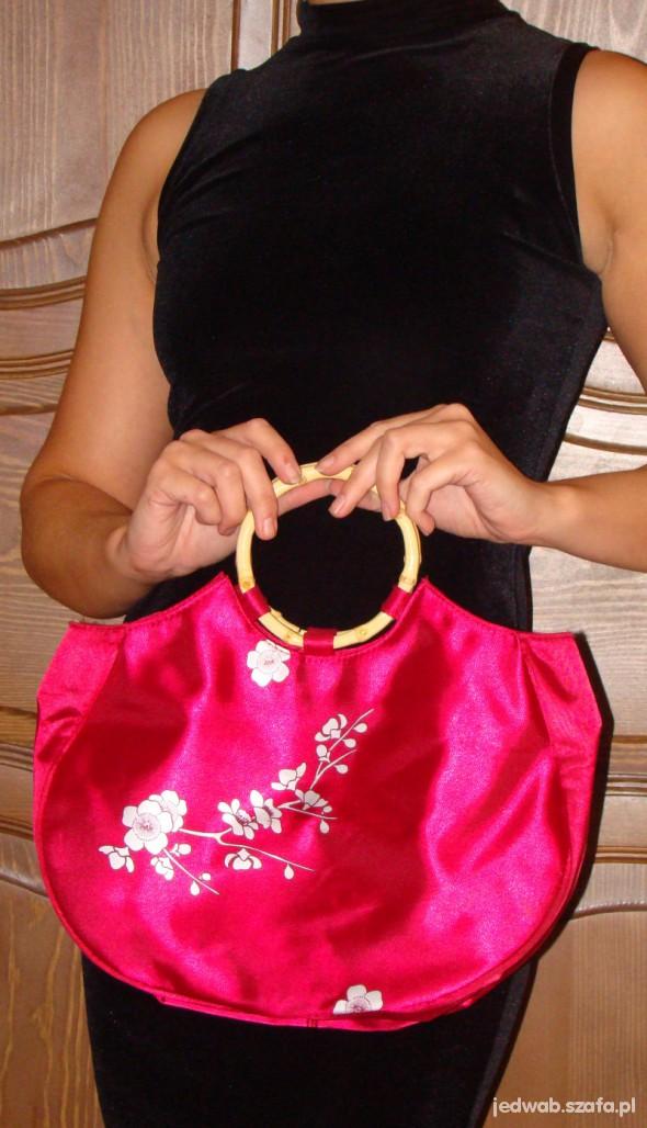 Malinowa torebka w japońskim stylu...