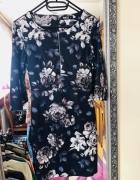 Granatowa sukienka w kwiaty ołówkowa...