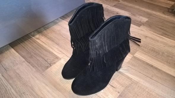 Czarne botki boho...