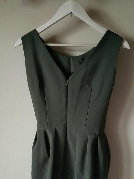 Sukienka w kolorze ciemnej zieleni NOWA