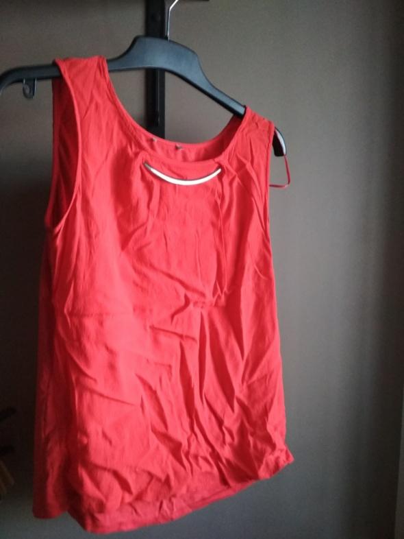 Czerwona bluzka elegancka z naszyjnikiem M...