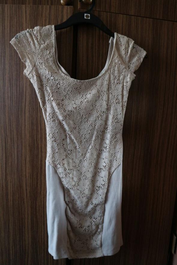 Piękna beżowa nude sukienka mini 34 XS koronka...