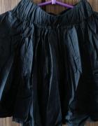 Rozkloszowana czarna klasyczna spódniczka midi XS S...