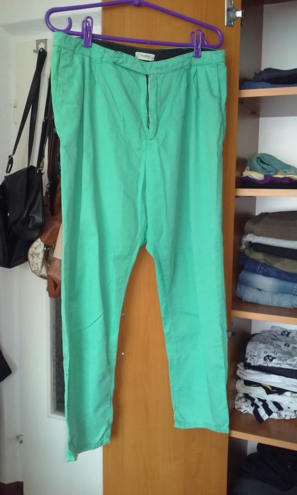 Spodnie na lato Pull&Bear...