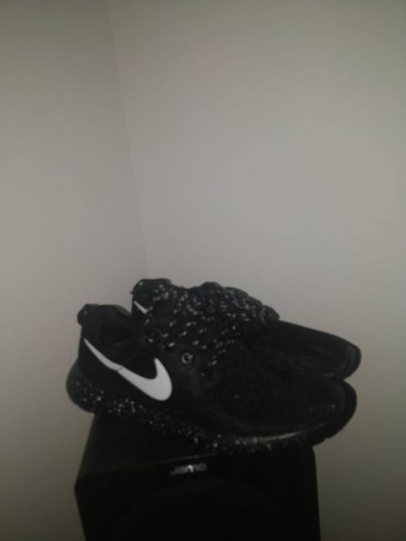 Nike roshe...