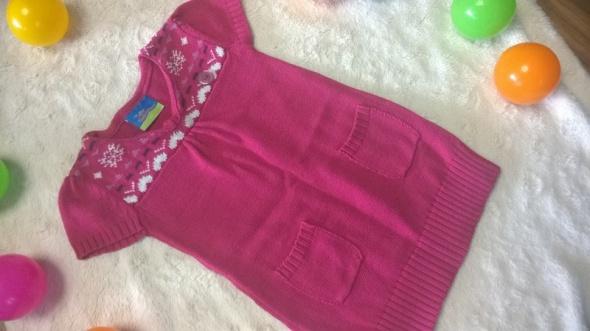 r 92 Różowa tuniko sukienka we wzory
