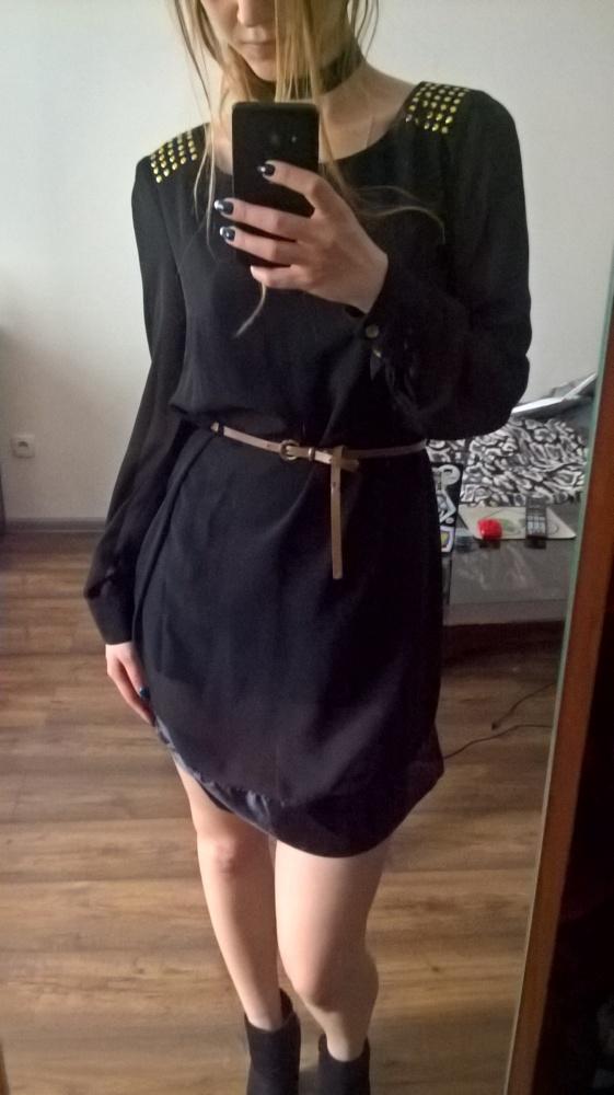 Czarna sukienka z dżetami