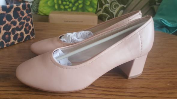 Nowe różowe buty River Island...