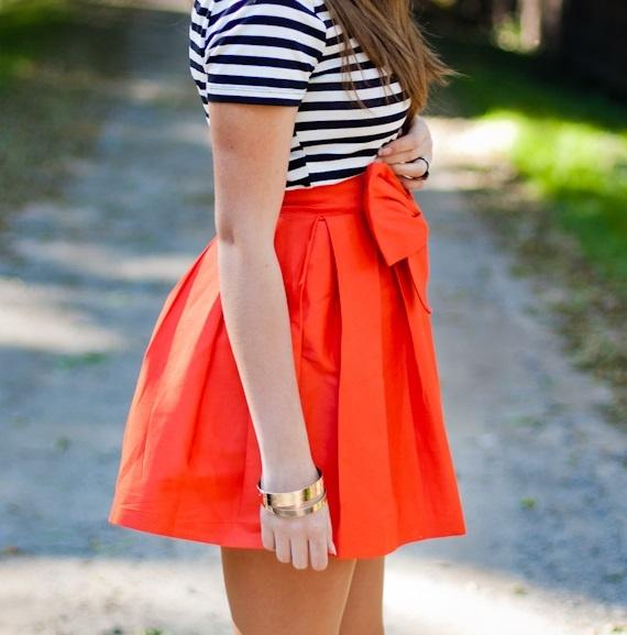 Pomarańczowa rozkloszowana spódnica z kokardą wese...