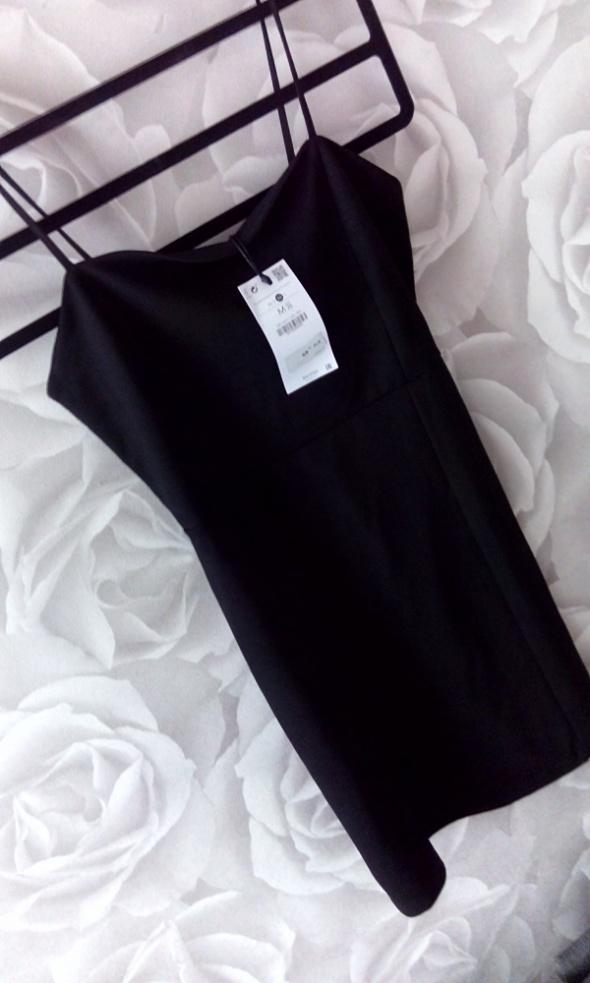 Sukienka Bershka mała czarna Nowa