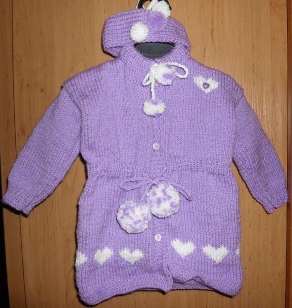 Nowy ręcznie robiony sweterek w serduszka z opaską