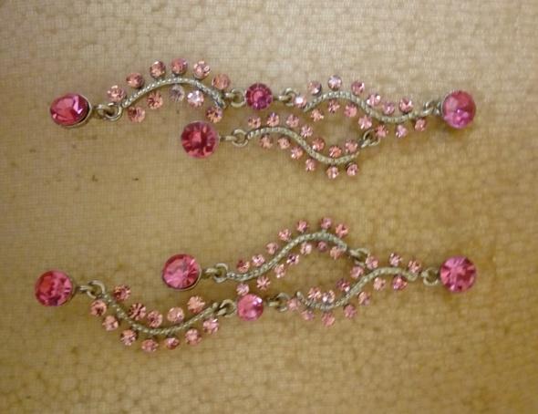 kolczyki długie z różowymi kamyczkami