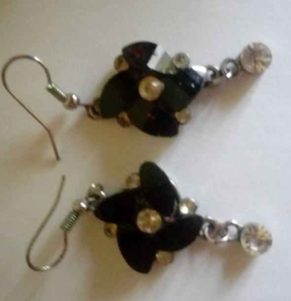 kolczyki czarne kwiatki cyrkonie