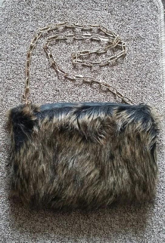 Futrzana mufka łańcuch modna