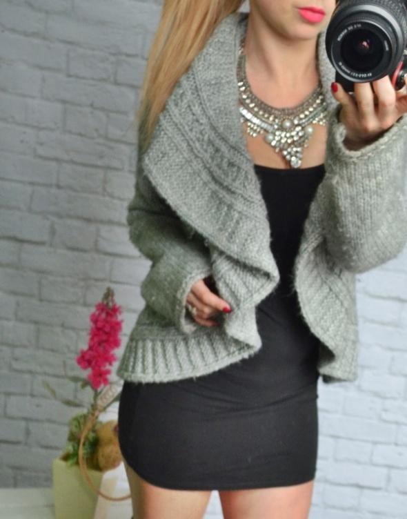 cieplutki gruby sweterek szary narzutka