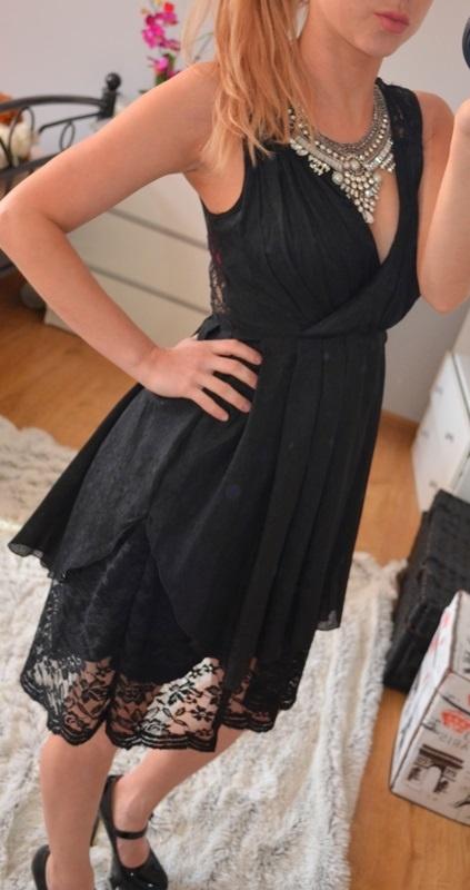 czarna sukienka koronka