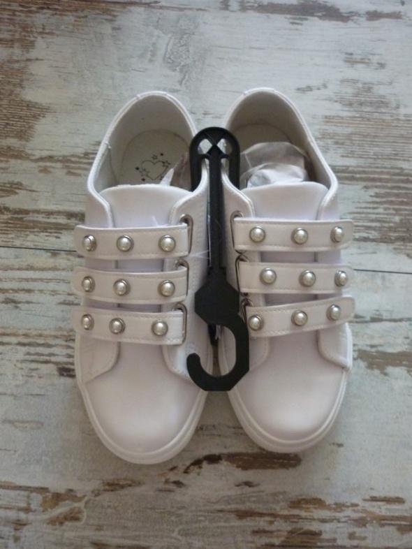 Sneakersy z ozdobnym zapięciem House perły perełki 38...