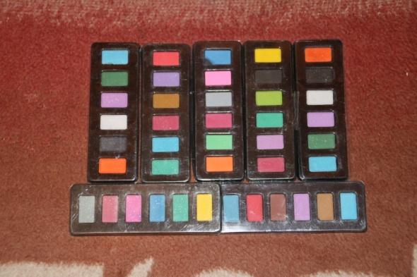 7 kompletów nowych farbek akwarelowych