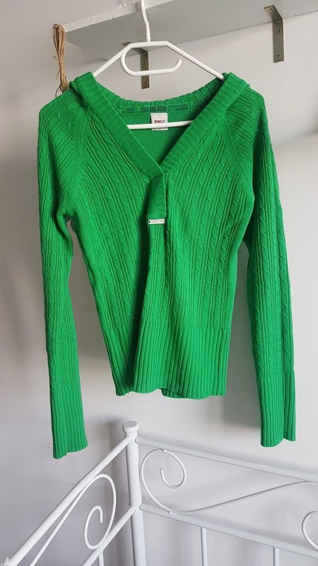 ONLY green sweter kaptur...