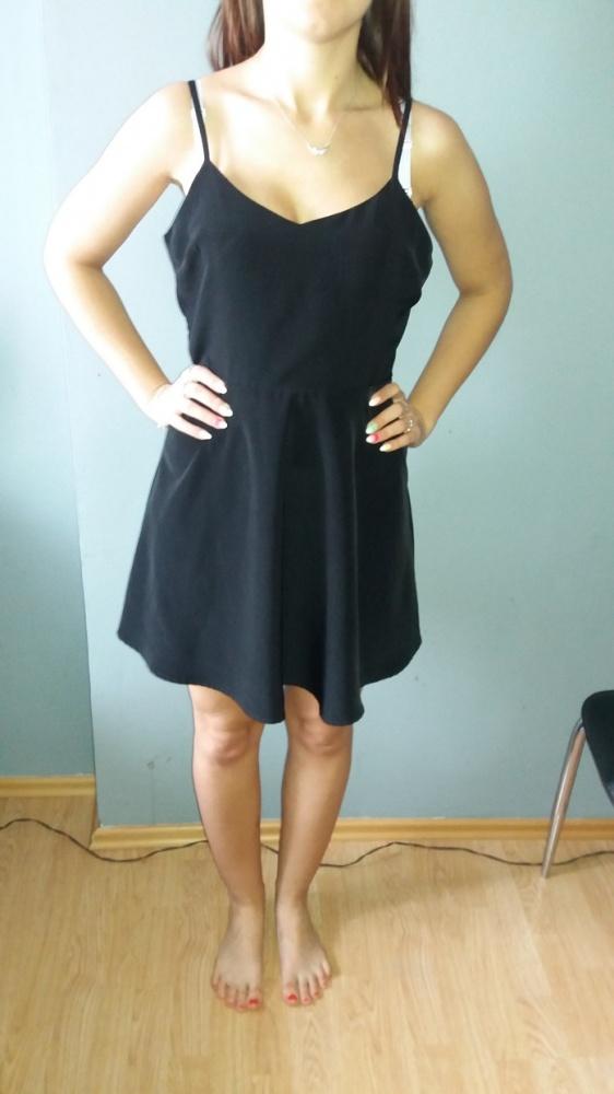 Idealna czarna sukienka ramiączka