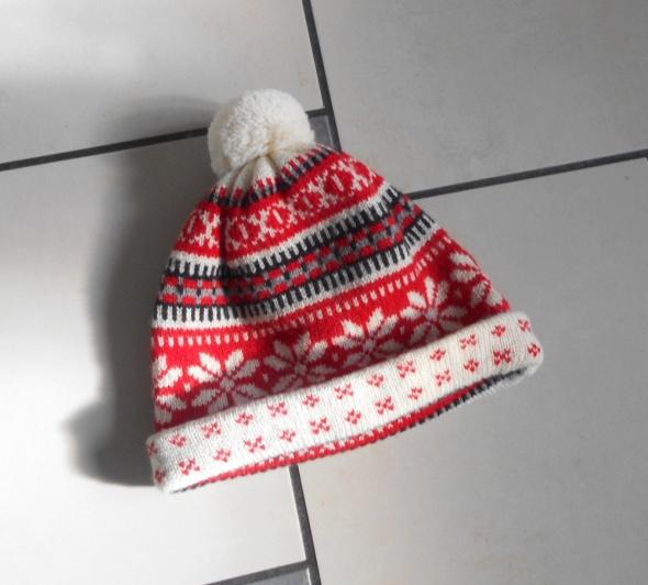 czapka zimowa norweskie wzory z pomponem czerwona