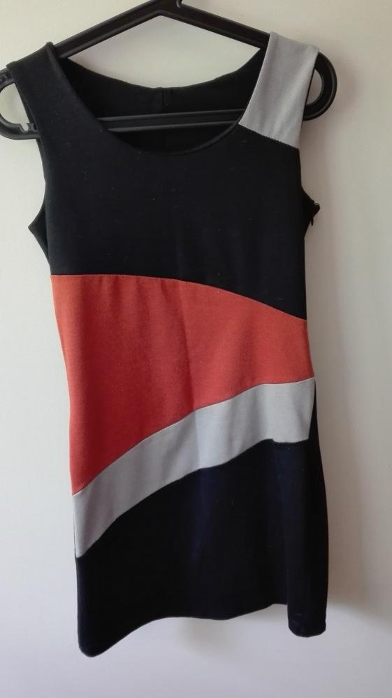 Króciutka urocza sukienka koktajlowa