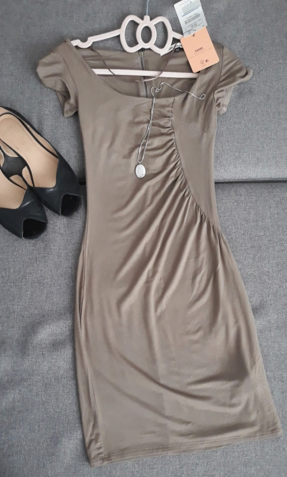 NOWA Beżowa sukienka XS S Bershka...