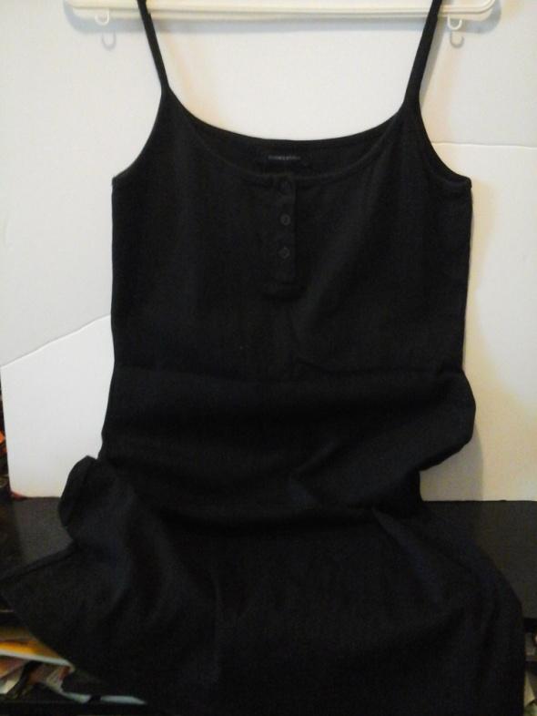 Czarna prosta sukienka...