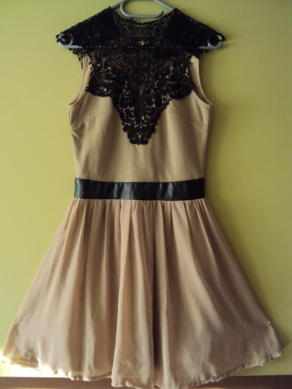 Piękna rozkloszowana sukienka z gipiurą