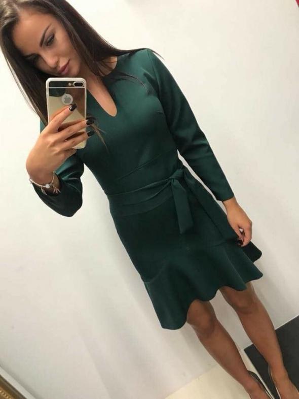 Sukienka z falbaną butelkowa zieleń