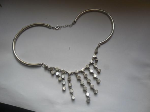 Śliczny srebrny naszyjnik z macicą perłową