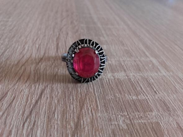 Stary srebrny pierścionek rosyjski z rubinem pr875