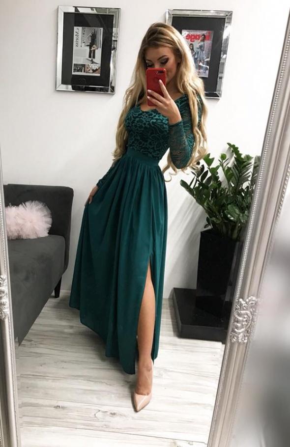 Długa suknia z koronkowymi rękawami
